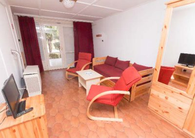 Ararnypart_camping_Siofok_Carmen_a_udulohaz_nappali_1